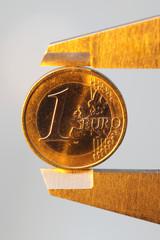 Münze in Schieblehre, golden