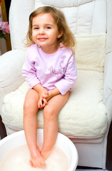 Kind Füße wärmen