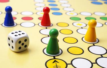Gesellschaftsspiel - Halma - Parlour Game - Spiel - Erfolg