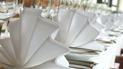 Servieten, gedeckter Tisch