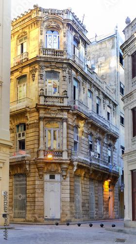 stary-havana-rocznik-dekorujacy-budynek