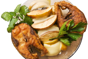 Fried fish with fruit.