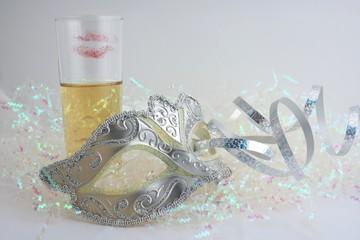 masque et coupe de champagne