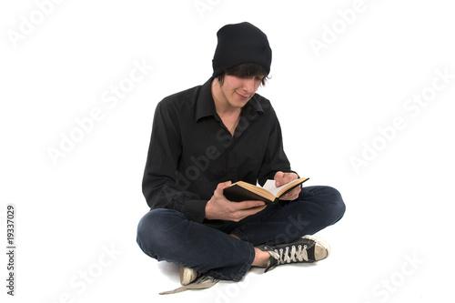 jeune homme qui lit un livre photo libre de droits sur la banque d 39 images image. Black Bedroom Furniture Sets. Home Design Ideas