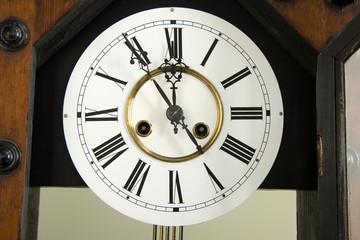 Sylvester,Uhr,Zifferblatt einer historischen Pendeluhr