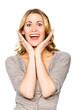 Blonde Frau freut sich über eine Überraschung