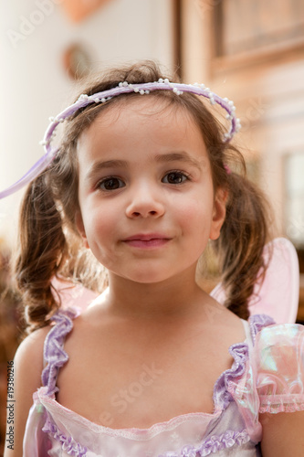 Portrait d'une fillette déguisée