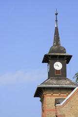 Kirchturm mit Turmuhr