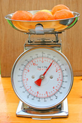 Kitchen scales with fruit