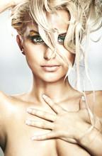 Portret pięknej blond piękności