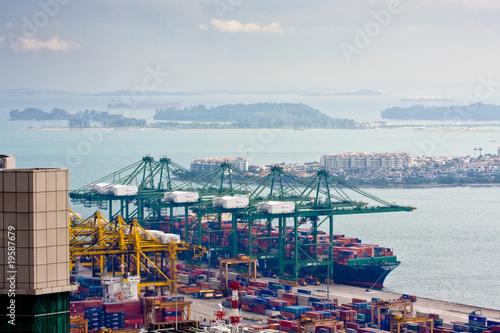 Aluminium Singapore container ship loading