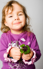 Kind mit der Kleeblatt