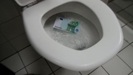 Geld verschwenden