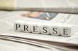 Presse mit Zeitungen - 19642047