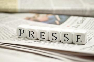 Presse mit Zeitungen