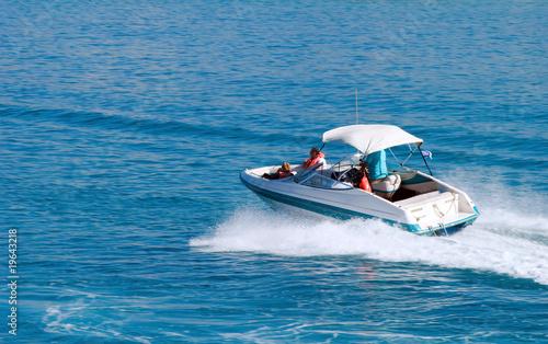 motorboat - 19643218