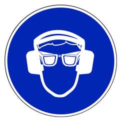 Gehörschutz und Schutzbrille tragen