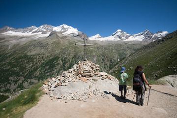 escursionisti alla croce Arolley - Gran Paradiso