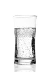 bicchiere di acqua minerale