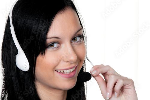 Frau mit Headset im Kunden Service. Telefon Hotline