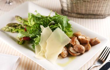 Salad with porcini mushrooms and arugula