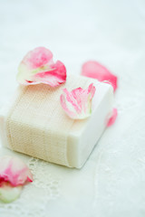 石鹸と花びら