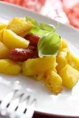 bratkartoffel mit miniwürstchen