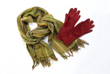 green cotton scarf with brown gloves