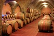 Weinkeller, Barrique - Fässer, Gewölbe, Toskana, Italien