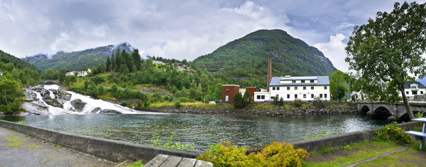 Small hydro-electric power station