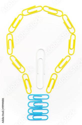 poster of Creative Light Bulb - Glühbirne Büroklammern