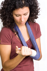 girl with an injuried hand