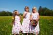 Ostern - Kinder suchen Ostereier