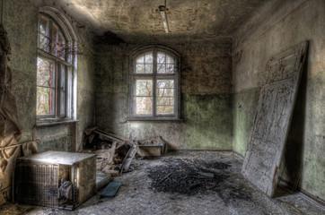 Tür im Raum