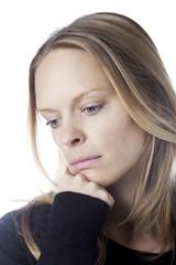 jeune femme tristesse solitude