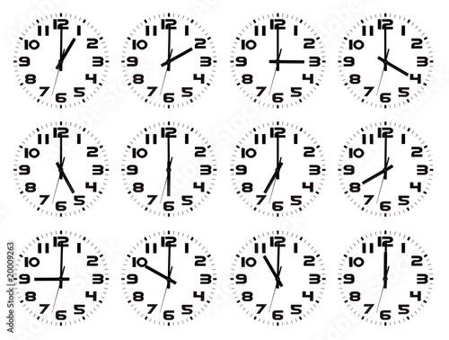 Colección de relojes isolados marcando las horas en punto