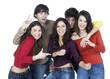 groupe de cinq jeunes souriant