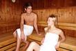 junges Paar in der Sauna