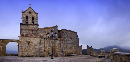Iglesia de Frias un dia de invierno (panorama)