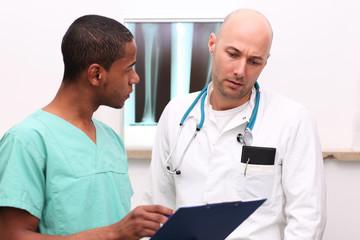 Ärzte besprechen