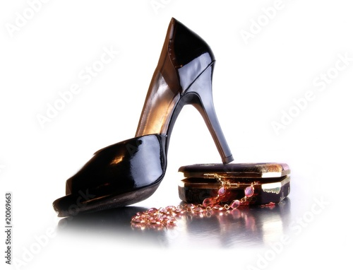 Fashion shoe, jewelry box  and necklace
