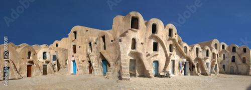Fotobehang Tunesië caravansérail dans le désert de tunisie