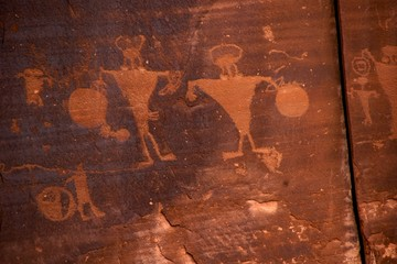 2 warriors & shields, Fremont Indian petroglyphs, Potash Rd Moab