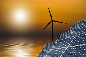 pannelli solari al tramonto sul mare 2