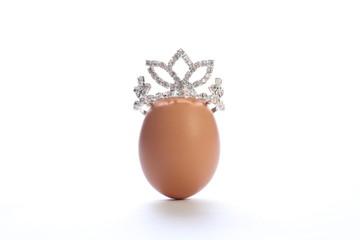 ティアラをのせた卵