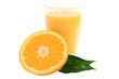 Ein Glas Orangensaft mit einer Orangenhälfte
