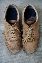 paire de chaussures usagée