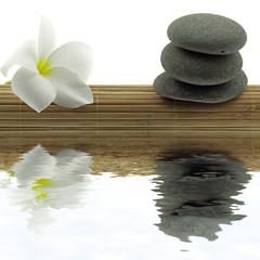 ambiance zen minéral, floral, set bambou fond blanc