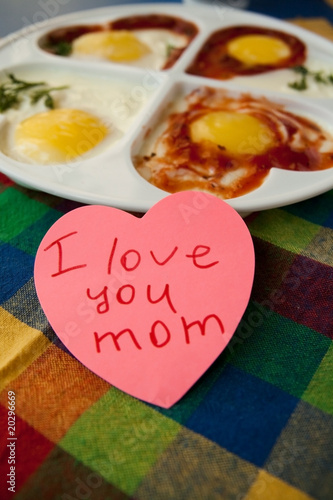 "Note ""I love you mom"""