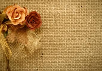 fondo tela de saco y rosas